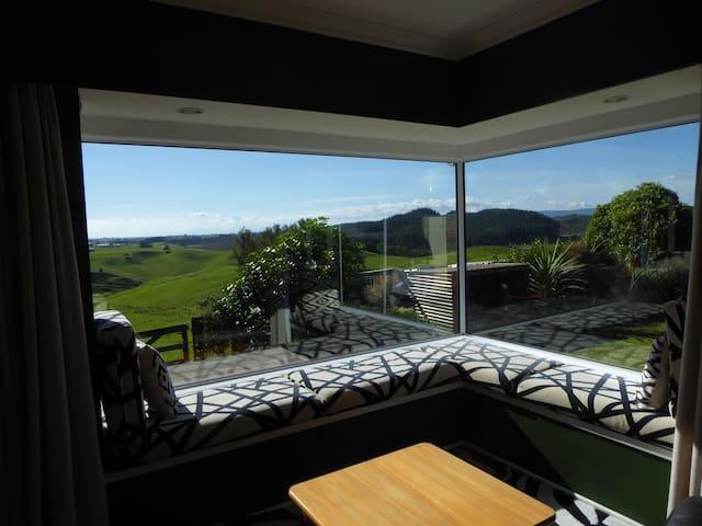Peaceful country farm house retreat