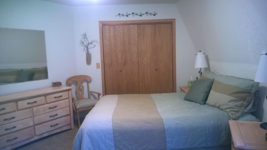 Private room & bath in dome home