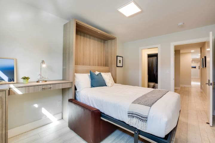 Modern and Chic Newly Renovated Private Master Suite w/ Bathroom