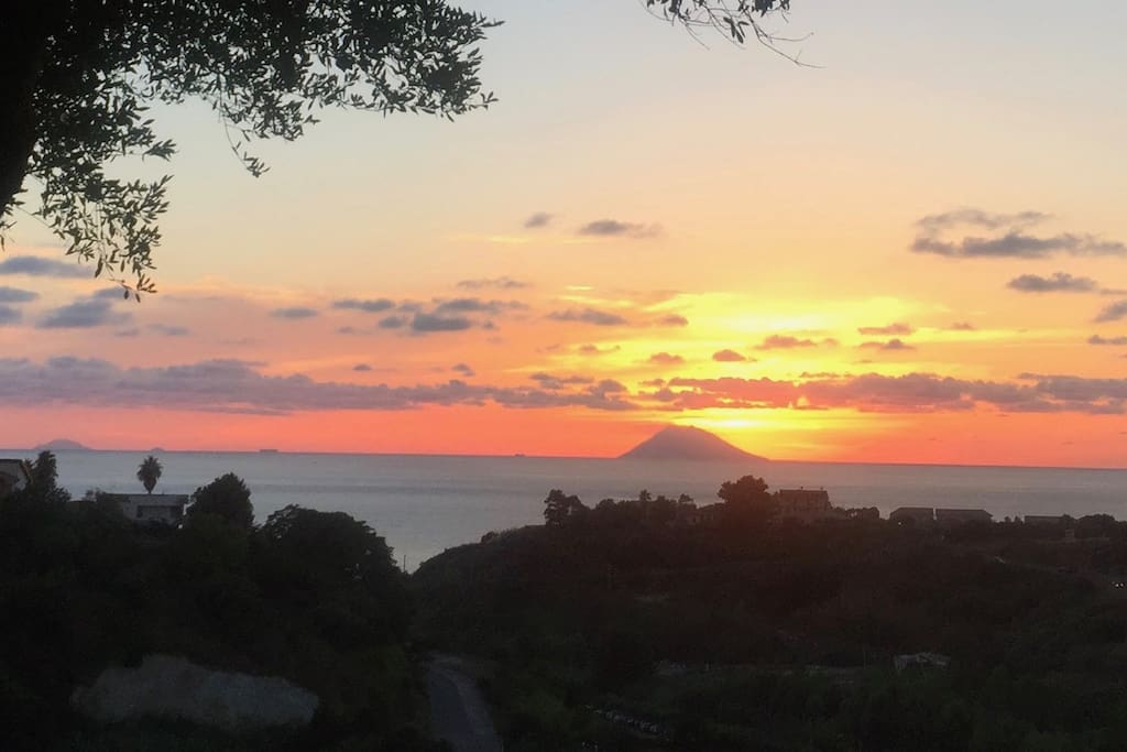 La vista su Stromboli...dal patio di casa!