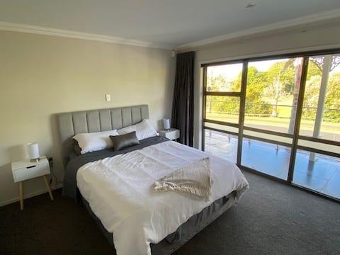 Accessible 2 bedroom Suite in Pahurehure