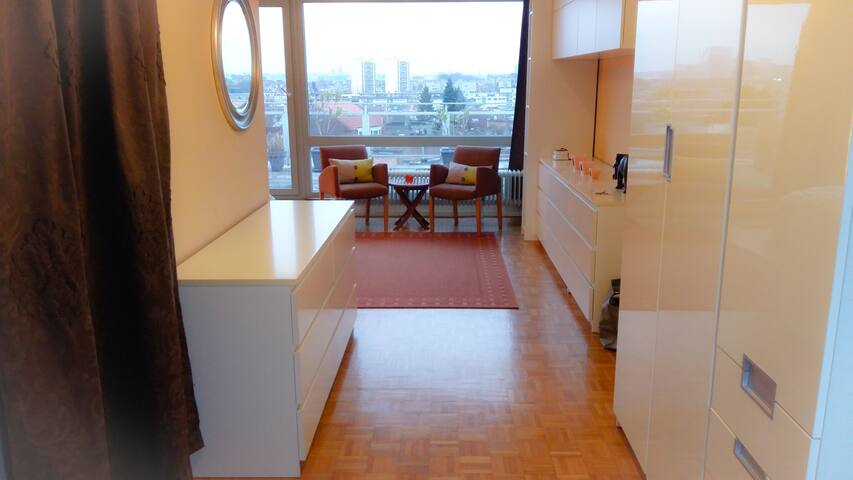 Panoramic City View Penthouse Suite