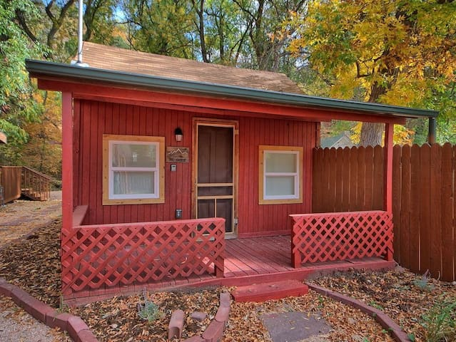 NEW! 1BR Manitou Springs Cabin on Fountain Creek! - Manitou Springs - Stuga
