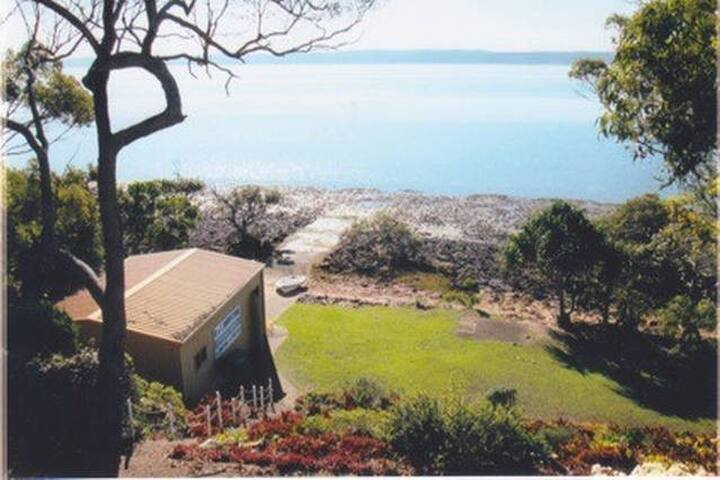 A Charming Waterfront Room (2) - MacLeay Island - House