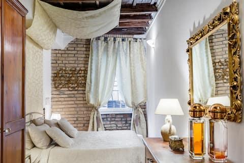 Vintage Loft Apartment close to  Trevi Fountain