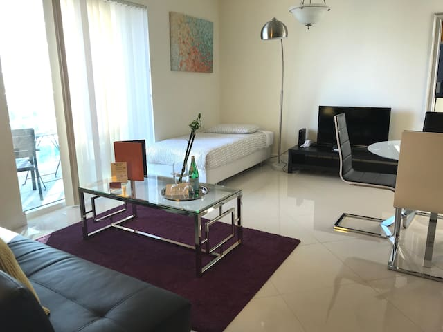 Roomey 1 BR Apartment by Dharma