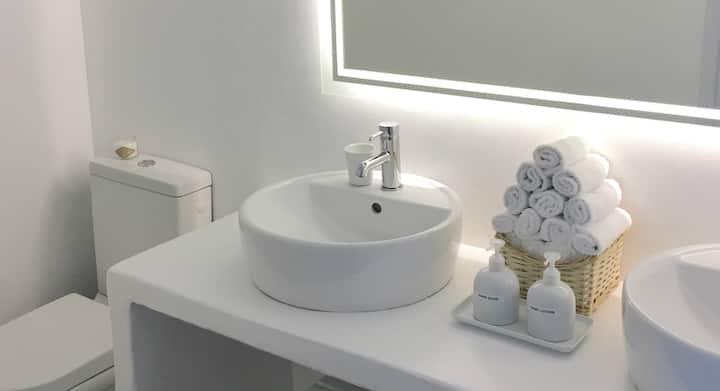 Sparkling Clean, 100% Covi.d Free 5star Maisonette