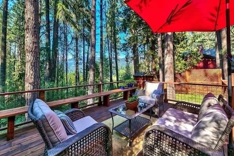 NEW Modern Cozy Cabin w/ Spectacular Deck