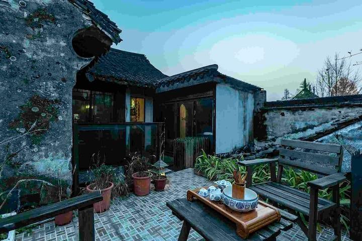 嘉兴市西塘古镇景区内中央空调加地暖带独立庭院和阳台复试双套房