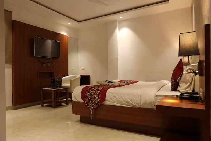 Deluxe Room Near IGI Airport With Breakfast