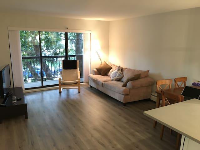 Modern Kitsilano apartment - Vancouver