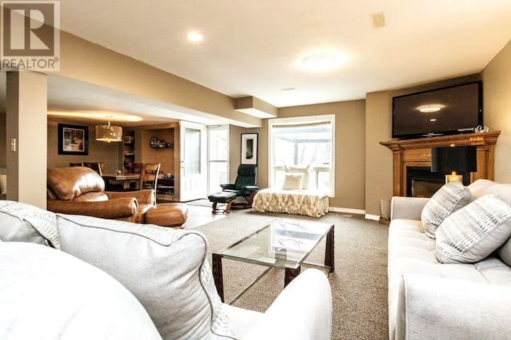 Spacious  & private upscale  2 bedroom Suite