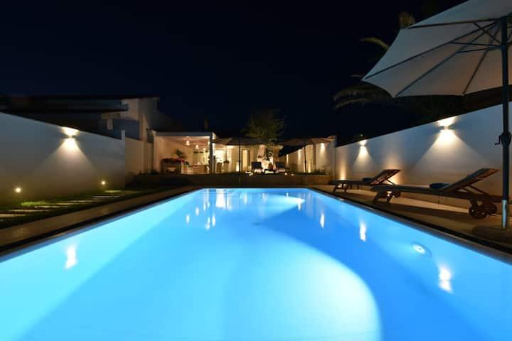 Villa con piscina a 50 metri dalla spiaggia