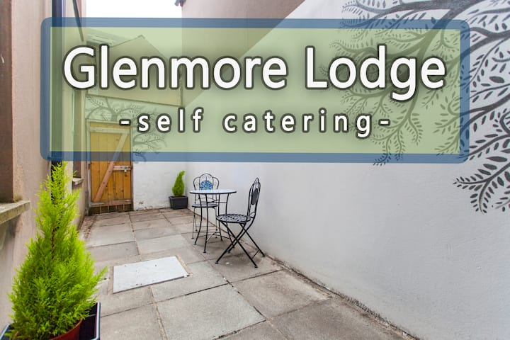 GLENMORE LODGE - One Bedroom Apartment