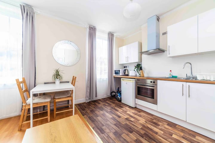 Modern 1 Bedroom flat next to Baker Street