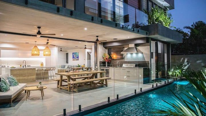 Azure Port Douglas - Luxurious & Modern
