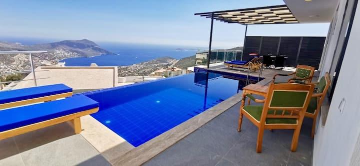 Lüks ve muhteşem deniz ve şehir manzaralı villa