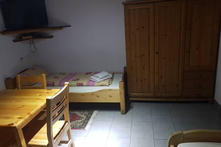 3-Bett-Zimmer mit TV + Internet