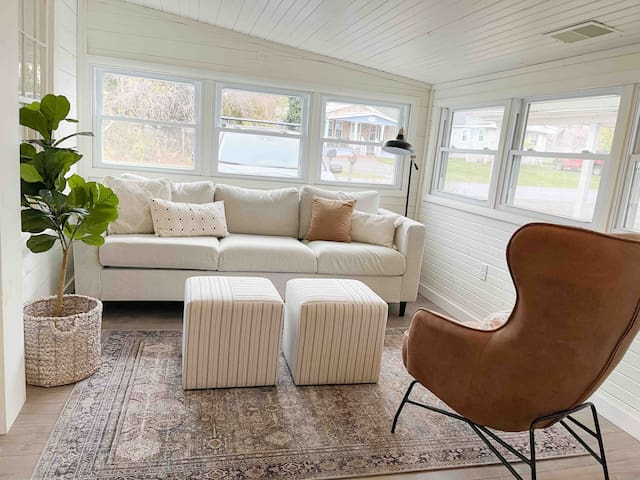**LAKE FRONT**  Cozy Gray Cottage REMODELED