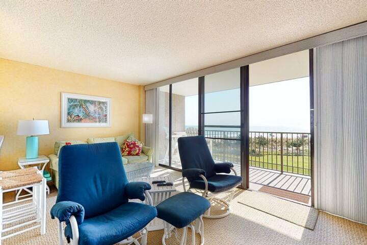 Sea Colony 3rd floor condo w/ tennis court, elevator, & ocean view!