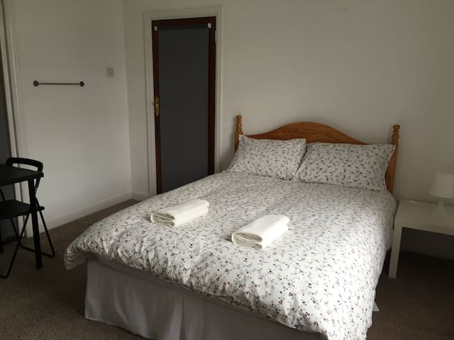 All Airbnb House - Large Double Room - Dublin