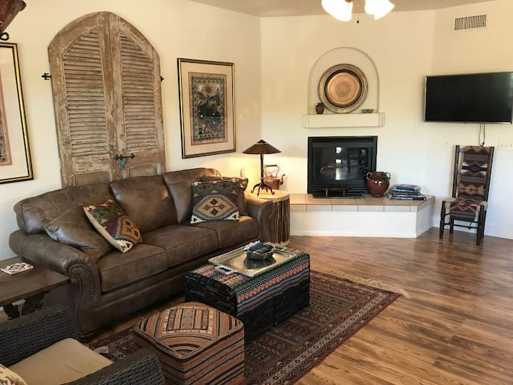 Great Location! Modern 1 Bedroom Condo with a Rustic Flair! Grasshopper - S009