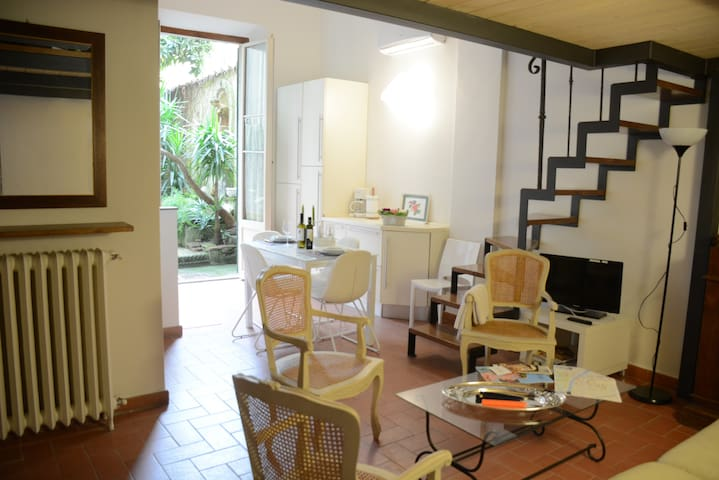 The Court at the Dome - Flats for Rent in Florence, Toscana, Italy