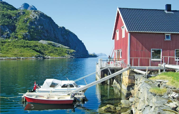 Holiday apartment with 2 bedrooms on 80m² in Bøstad