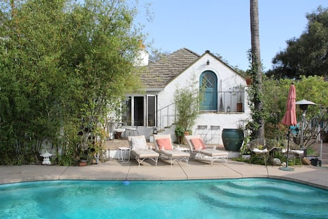 Laurel Canyon 1920's GH w/Pool &180' views of LA