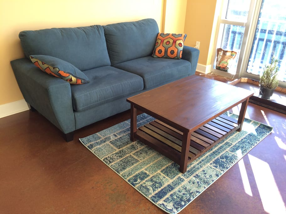 Sitting room with sofa, coffee table