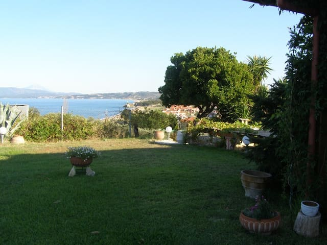 Sea apartment with amazing view! Enjoy and relax!! - Ierissos - Byt