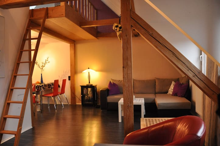 Cozy Maisonette Apartment With Best Connections