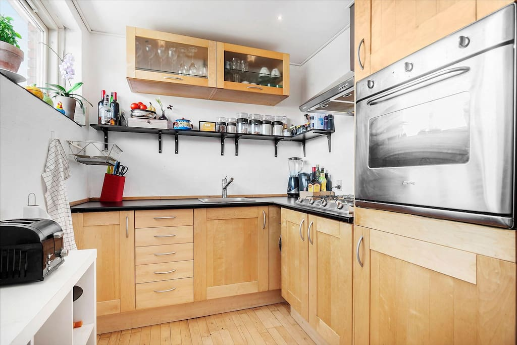 Kitchen supplies are available for the guests, including a coffee machine and toaster