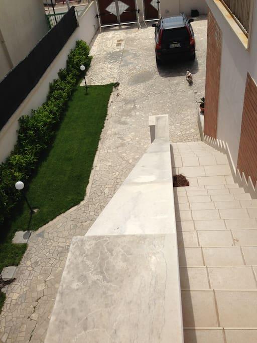 scalinata e giardino