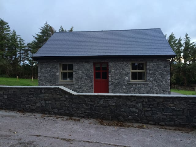 100 year old rural irish cottage - Banteer - Hus