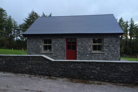 100 year old rural irish cottage - Banteer - Huis