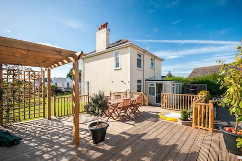 Trivia House  near MOD StAthan and Cardiff Airport
