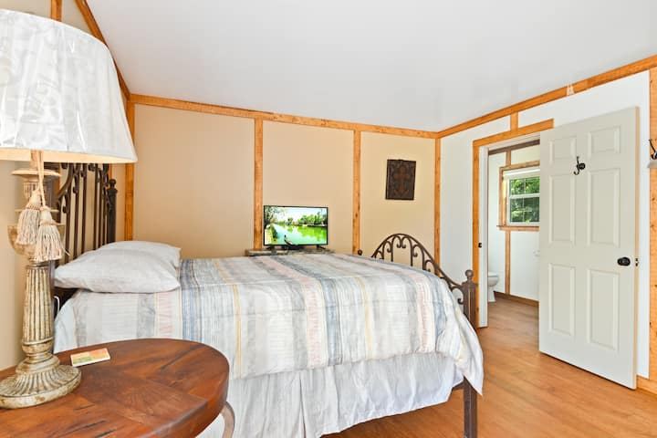 Room #7 - 2 Double Beds - Coyote Station Lodging