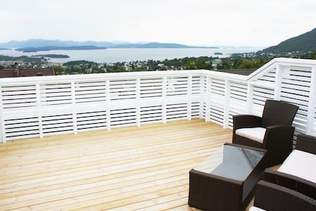 Apartment with extraordinary view - Jørpeland - Apartamento