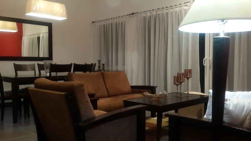 Acogedora y bonita casa en Condado Santa Rosa - Santa Tecla