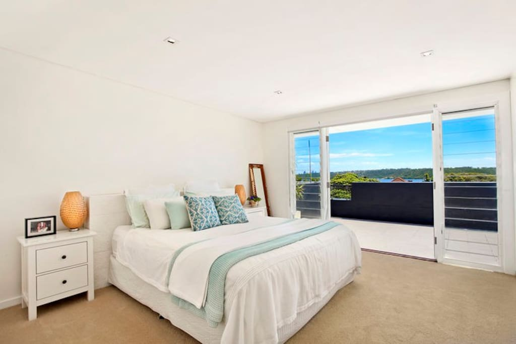 Master bedroom - panoramic views from the city to Watsons Bay