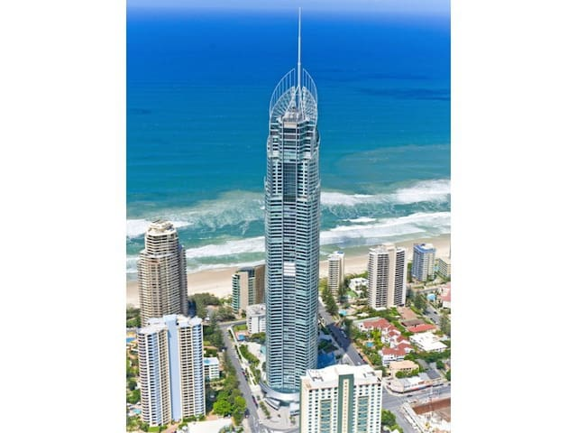 Stay at Q1© Surfers Paradise Huge Apartment w/ spa