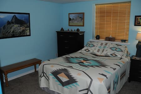 Queen Bed, Private Bath, Aztec Theme Rm