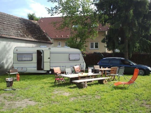 Caravan auf Gartenland bei Berlin - Falkensee - Kamp Karavanı/Karavan