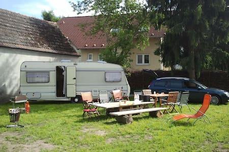 Caravan auf Gartenland bei Berlin - Falkensee