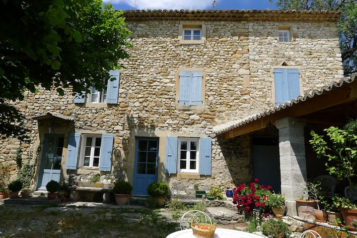 ferme en pierre restaurée  Provence - Rousset-les-Vignes - House