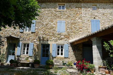 ferme en pierre restaurée  Provence - Rousset-les-Vignes