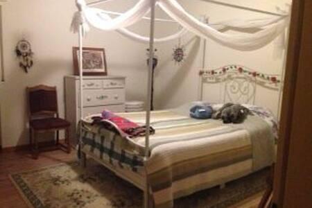4 Zimmer Wohnung komplett und privat - 4 Room Apt - Schöneck