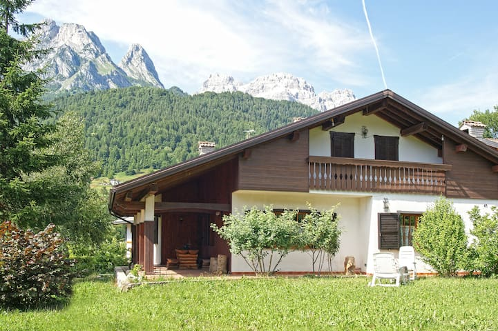 BEAUTIFUL HOUSE DOLOMITI MOUNTAIN - Agordo - 別荘