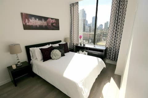 LOCATION!!! RENOVATED!!! SLEEPS 2-4!!